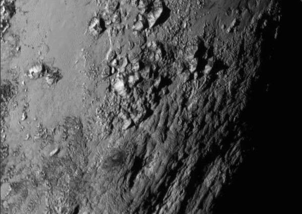 A close-up image of a region near Pluto's equator reveals a range of youthful mountains rising as high as 3,500 meters above the surface of the icy body. Photo: NASA