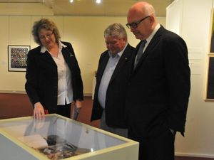 George Brandis sees Gladstone Regional Art Gallery and Museum