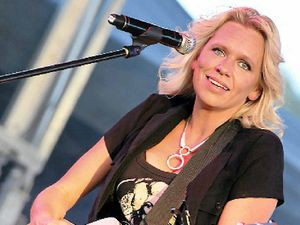 Beccy Cole to hit the stage at Lionleigh on Saturday night