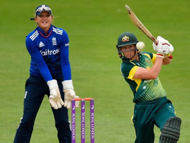 WORCESTER, ENGLAND - JULY 27: England keeper Sarah Taylor looks on as Australia batsman Meg Lanning hits out during the 3rd Royal London ODI of the Women's Ashes Series between England and Australia Women at New Road on July 27, 2015 in Worcester, United Kingdom. (Photo by Stu Forster/Getty Images)