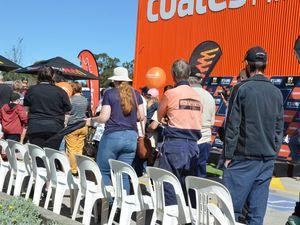 Fans meet V8 drivers