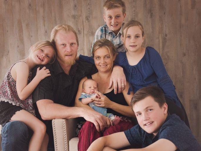 Carmen and Adrian Longmuir with Tyz, Blair, 13, Dylan, 12, Jemma, 10, Jazma, 8. Photo IPQ ARTS