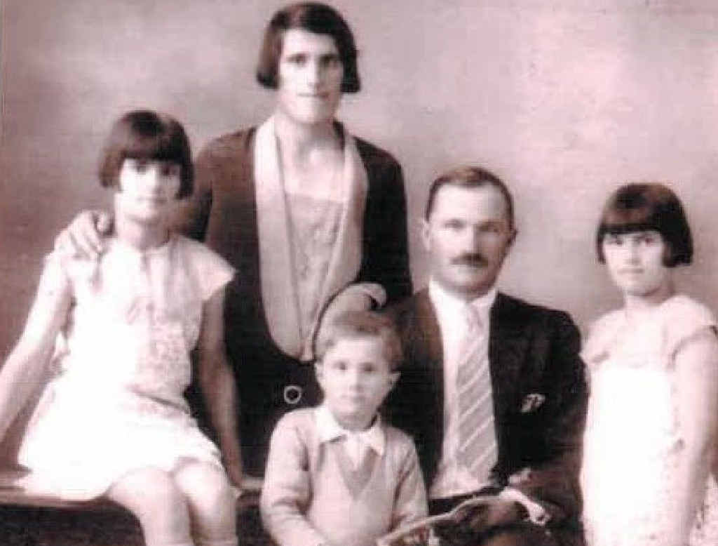 LEFT: Maggiorino and Maria Caracciolo with the twins, Ester and Angela and their younger brother Louie.