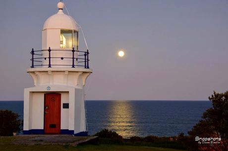 Beautiful start to the night with the blue moon rising near the Ballina Lighthouse.