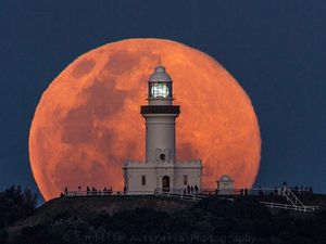 Byron Bay moon rise timelapse goes global