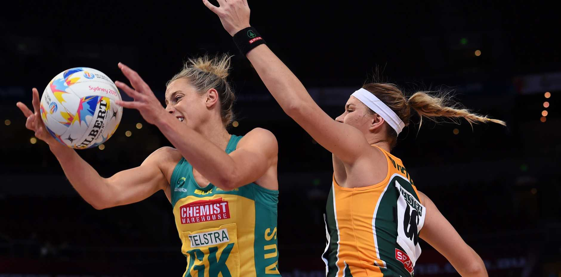 Laura Geitz in action for the Australian Diamonds in their win against South Africa last night.