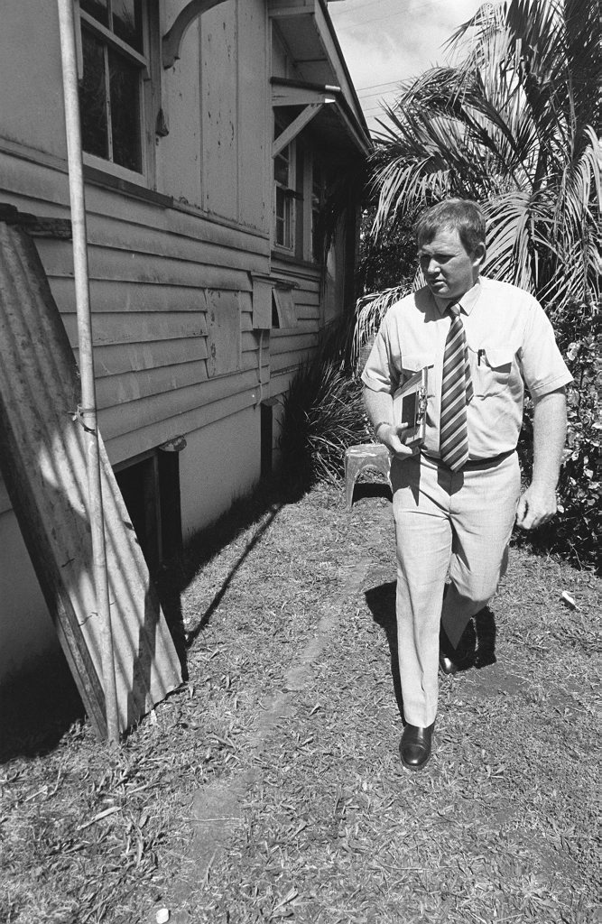 Historic: Crime: Murder: Police search on Annette Jane Mason suspected murder site. The 15-year-old's body was found in her bed at 131 Anzac Avenue on November 19, 1989. Photo: Bev Lacey / The Chronicle Published November 1989. Neg 2R729.