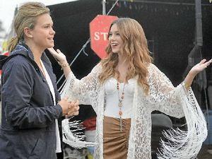 Australia wakes up to singer Caitlyn's Muster sunrise