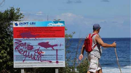 REUNION ISLAND: Graffiti reading