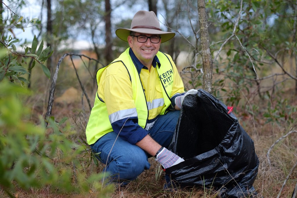Member for Hinkler Keith Pitt helps clean up at Saturday's rubbish blitz. Photo Contributed