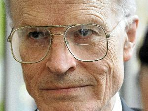 Government stands by royal commissioner Dyson Heydon