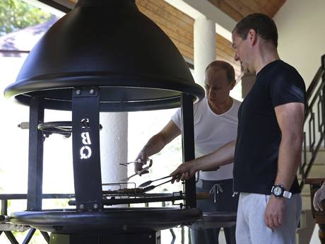 Putin and Medvedev grill meat after their workout