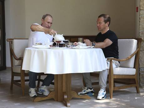 Putin and Medvedev have tea after their workout
