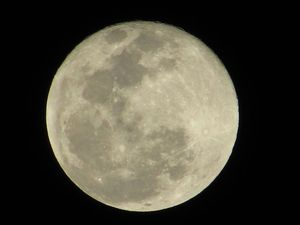 Supermoon wows residents