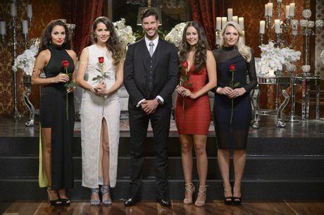 The Bachelor Sam Wood with finalists Snezana, Heather, Lana and Sarah.