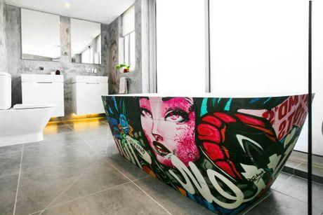 Kingi and Caro's urban-themed master en-suite with graffiti bathtub.