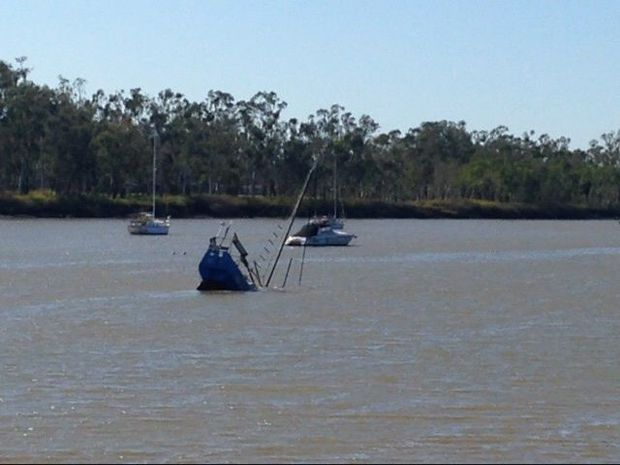 Boat sinks in Fitzroy River