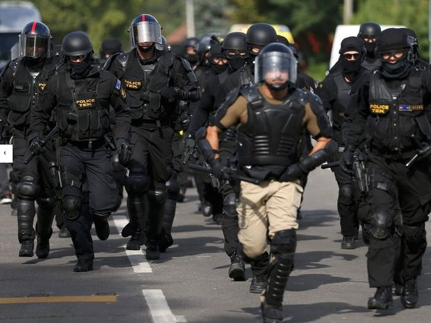 The Hungarian riot police presence at the Hungary-Serbia border has increased markedly.