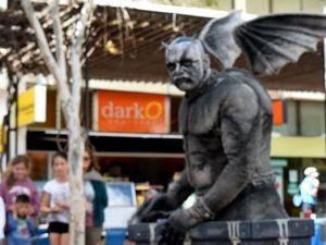 Gargoyle stuns shoppers
