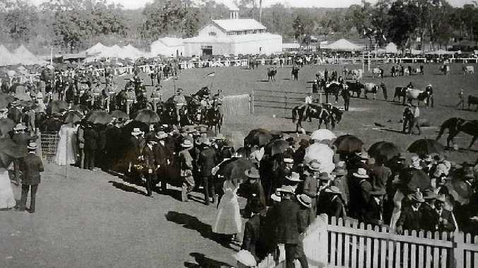 The Casino Show in 1910 featured an eager crowd keen on the horse events in the main ring.