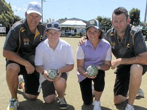 Local juniors team up with national bowls reps at Ballina