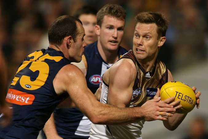 PERTH, AUSTRALIA - SEPTEMBER 11: Sam Mitchell of the Hawks looks to pass the ball during the AFL Qualifying Final match between the West Coast Eagles and Hawthorn Hawks at Domain Stadium on September 11, 2015 in Perth, Australia. (Photo by Paul Kane/Getty Images)