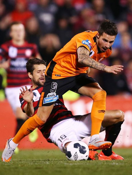 SYDNEY, AUSTRALIA - AUGUST 11: Jamie Maclaren of the Roar is challenged by Andreu Guerao of the Wanderers during the FFA Cup match between Western Sydney Wanderers and Brisbane Roar at Pepper Stadium on August 11, 2015 in Sydney, Australia. (Photo by Matt King/Getty Images)