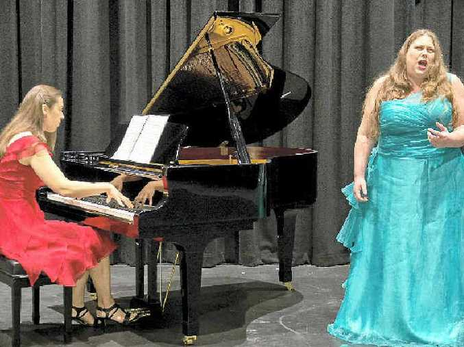 Pianist Lisa Pirlo and soprano Lindell Claff preparing for the Grand Gala performances in Lismore.