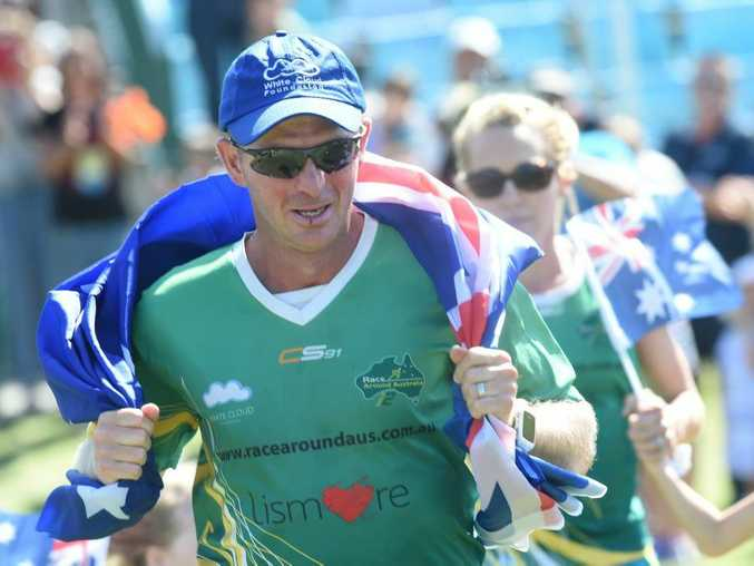 Lismore local Dave Alley runs into Lismore with his family after breaking the Australian record for running around Australia. Photo Marc Stapelberg / The Northern Star