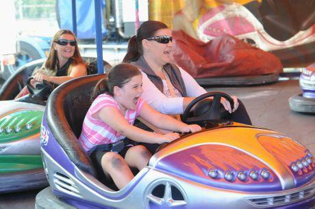 Fraser Coast Show - Sharyn Rose and daughter Allyssa,7, from Hervey Bay having fun on the Nitro Dodgems. Photo: Alistair Brightman / Fraser Coast Chronicle