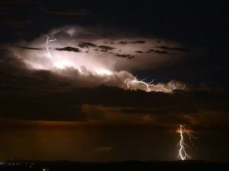 Photo taken last night from Picnic Point as a lightning active storm passed Rosewood 65kms east of the Range.