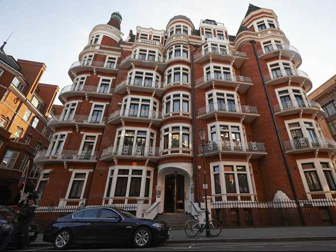 The front of the Ecuadorean embassy in London is pictured on October 12, 2015, British police announced today that they will no longer stand guard outside London's Ecuadorean embassy where WikiLeaks founder Julian Assange took refuge in 2012, but will strengthen a