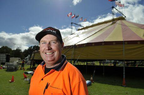 Fifth generation circus man Shane Lennon