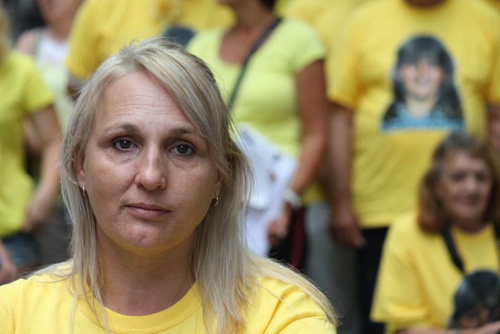 Linda Mason takes a break during the Annette Mason petition walk and rally in Brisbane on Friday, October 16, 2015. Dressed in yellow, Ms Mason and her friends and family are calling on Attorney-General and Minister for Justice Yvette D'Ath to re-open the Annette's murder case. Photo Sherele Moody / APN NewsDesk