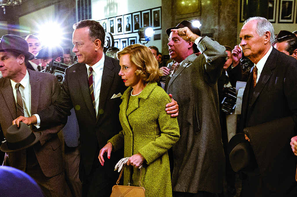 Tom Hanks and Amy Ryan in a scene from Bridge Of Spies.