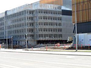 Safety talks to determine when work resumes on site