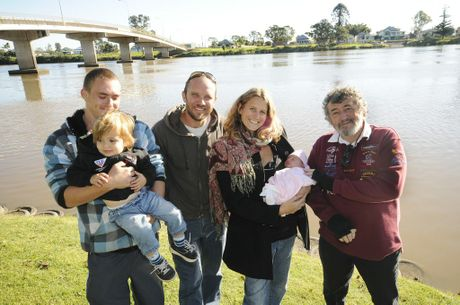 (From Left) Jack Wood of Bora Ridge, 2y Sunny MacKinnon, Dad Wade MacKinnon, Mum Jacqui Levy Baby Launa MacKinnon all of New Itly, with Roger Wood of Bora Ridge, it was a team effort when baby Launa came into the world by the side of the road at Readons lane Swan Bay last Wednesday at 9.40am.Photo Doug Eaton / The Northern Star