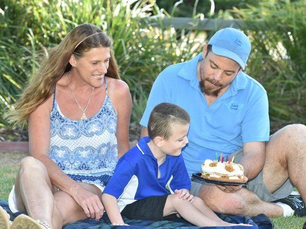 Aedan Harris with dad Cameron and buddy Carol McNaughton. Photo: Alistair Brightman / Fraser Coast Chronicle