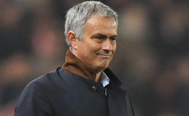 Under pressure ... Chelsea manager Jose Mourinho. Photo: AP.