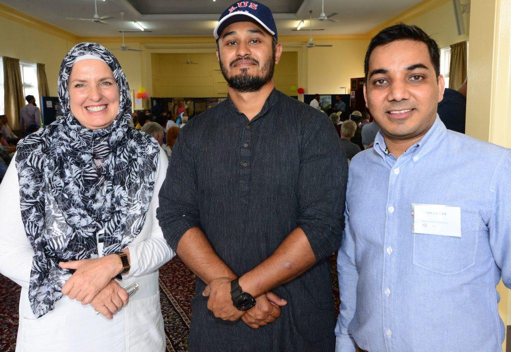 (L-R) Bridget Haden, Binil Kattiparambil and Asif Qureshi at the Mosque Open Day. Photo Lisa Benoit / The Morning Bulletin