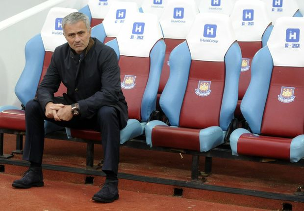 epa04993523 Chelsea's Manager Jose Mourinho sits on his own before the start of the English Premier League soccer match between West Ham United and Chelsea at The Boleyn Ground in London, Britain, 24 October 2015. EPA/HANNAH MCKAY EDITORIAL USE ONLY. No use with unauthorized audio, video, data, fixture lists, club/league logos or 'live' services. Online in-match use limited to 75 images, no video emulation. No use in betting, games or single club/league/player publications