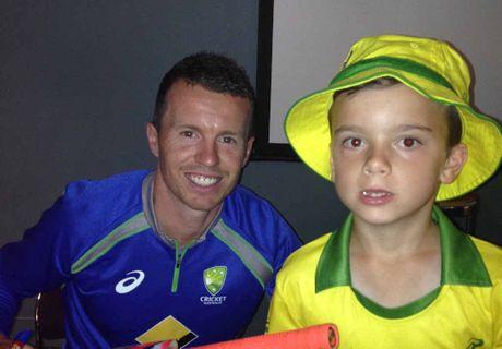 Bailey Vukelic meets Aussie pace bowler Peter Siddle.