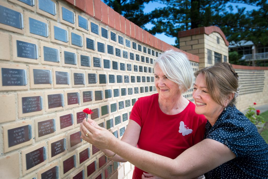 Helen Smith and Patricia Reed , will remember their parents Jeffery and Eileen Morcom on wed. pic at sawtell memorial. 09 November 2015. Photo Trevor Veale/Coffs Coast Advocate