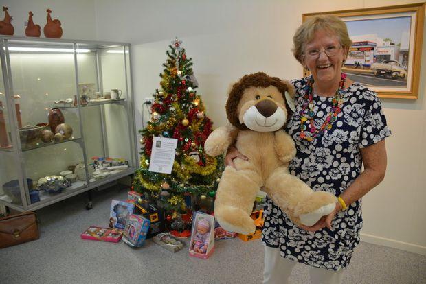 Wondai Regional Art Gallery's Elaine Madill celebrates Christmas by gifting presents to kids across the South Burnett. Photo Kate Darvall/ South Burnett Times