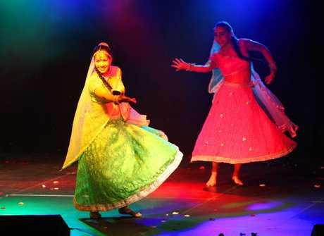 Bollywood dancers performing at Diwali. Photo Sharyn O'Neill / Morning Bulletin