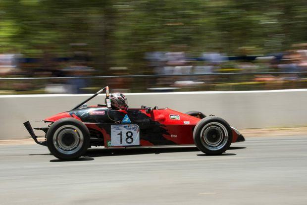 FLYING VEE: Jim Waugh's 1982 Formula Vee at the 2015 Noosa