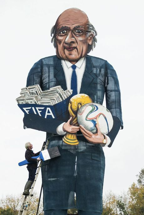 British artist Frank Shepherd with his Sepp Blatter effigy. Photo: AP.