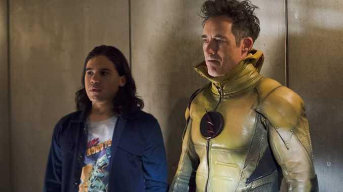 Cisco Ramon (Carlos Valdes) and Harrison Wells (Tom Cavanagh) in The Flash (Season 2, Episode 7)