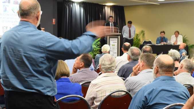 Cane grower Serg Berardi questions senator Matt Canavan and Canegrowers representatives.