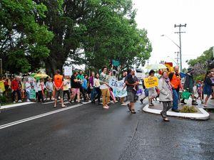 Hundreds brave Bellingen rain for climate action
